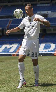 Danilo en su presentación con el Real Madrid 2015