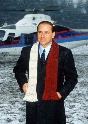 Silvio Berlusconi aterriza con su helicóptero en Milanello (1986)