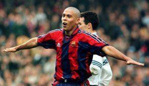 Ronaldo Nazario celebra un gol en el Barcelona 1996-1997